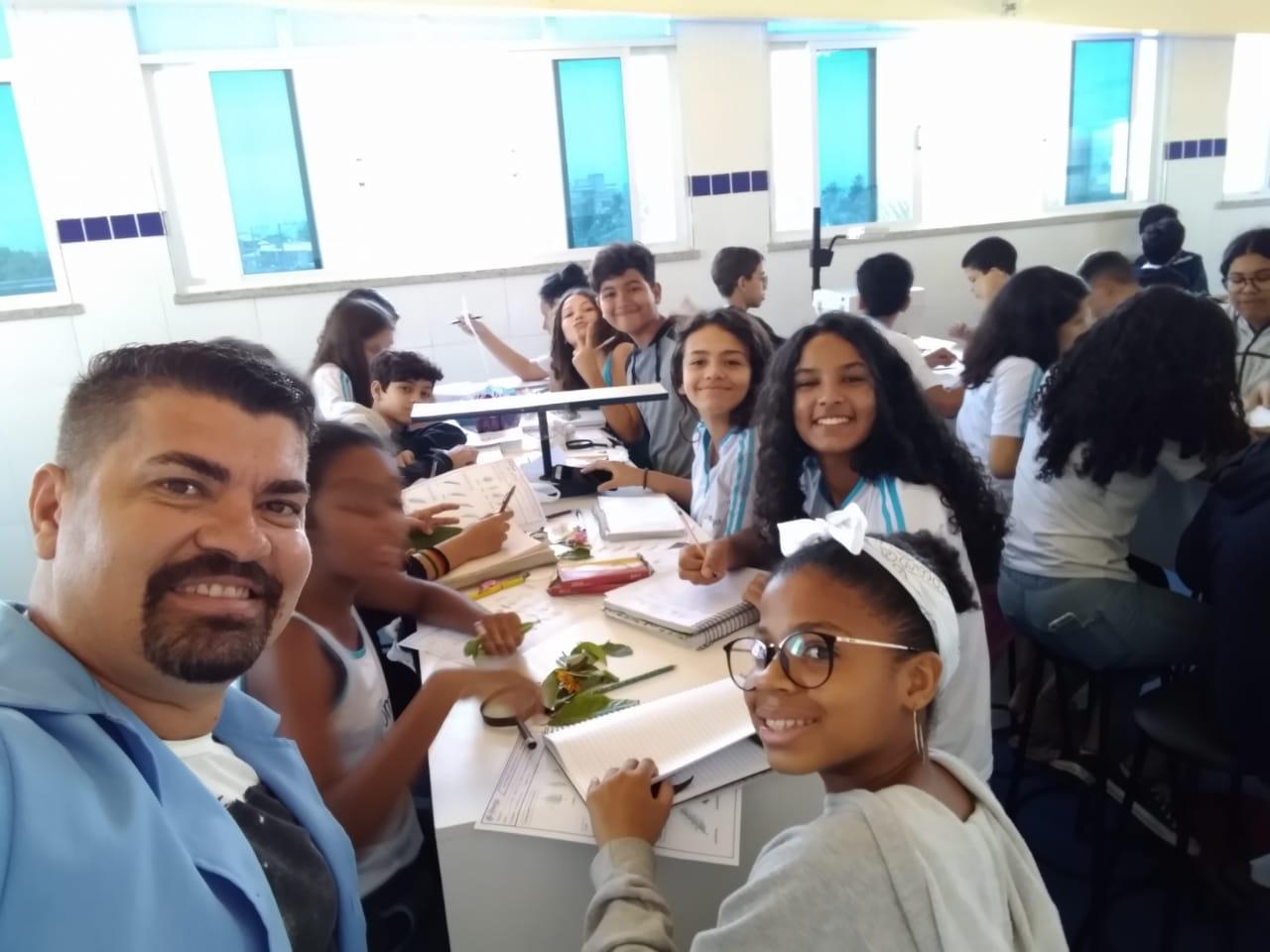 Atividade de Ciências no Laboratório com Prof. Josevaldo